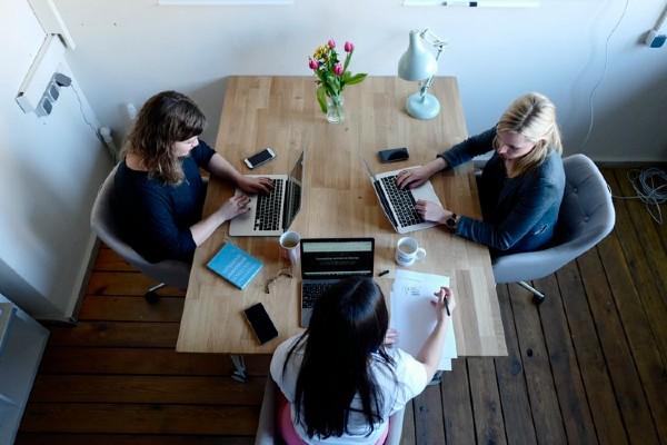Quản lý chịu trách nhiệm điều phối và đánh giá năng suất là việc của nhân viên