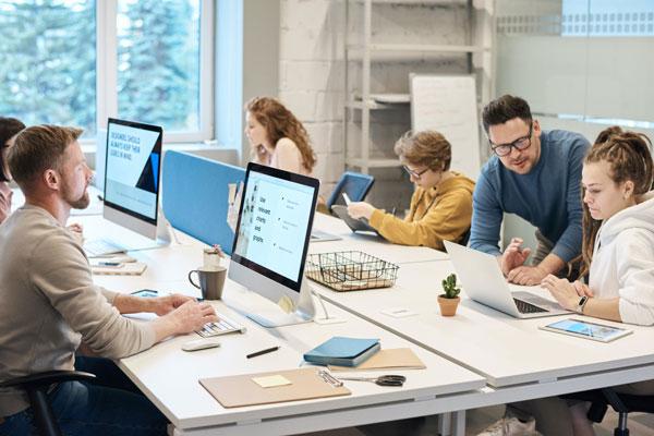 Cách bố trí bàn ngồi làm việc